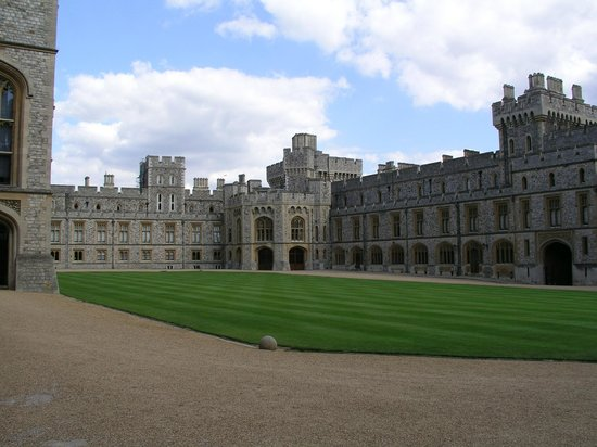 Windsor Castle: The courtyard.