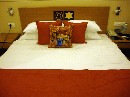Lemon Tree Premier, HITEC City : Very comfortable bed!!