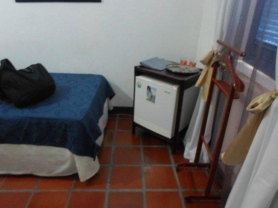 Hotel Casa de las Palmas : Refrigerador con Agua y Té