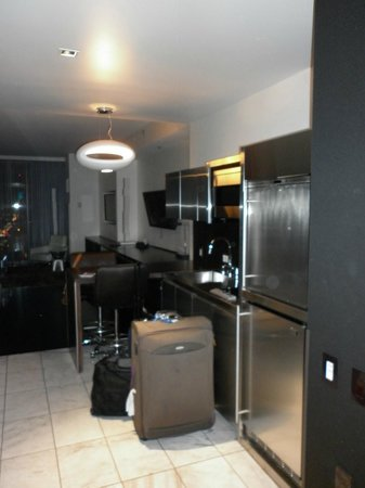 Palms Place Hotel and Spa: Kitchenette