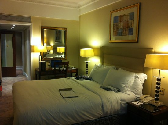 The Westbury Mayfair : Superior Room (Corner)