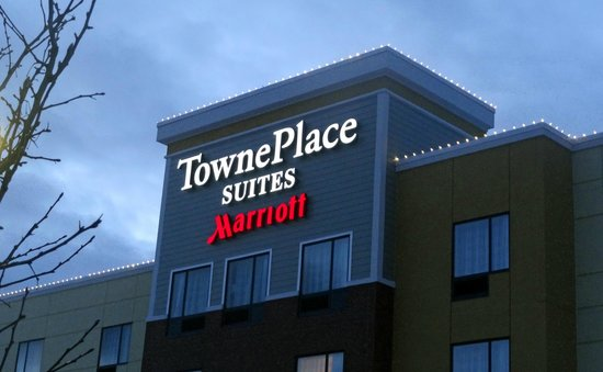 TownePlace Suites Buffalo Airport: snowy stay