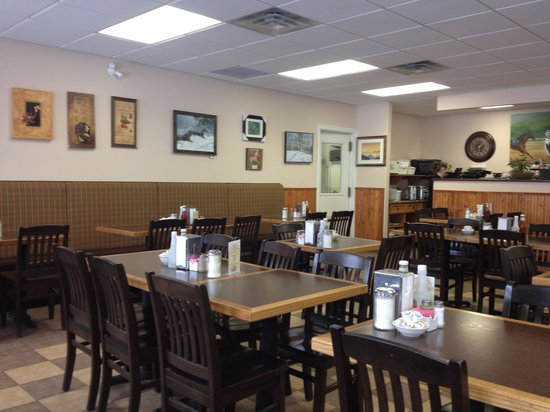 Rapid Valley Restaurant : Interior - bright, comfortable & clean.