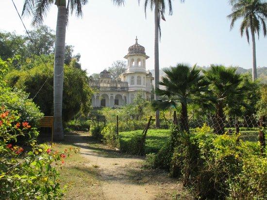 Gulab Bagh (Sajjan Niwas Garden)