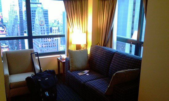 DoubleTree Suites by Hilton Hotel New York City - Times Square : Living