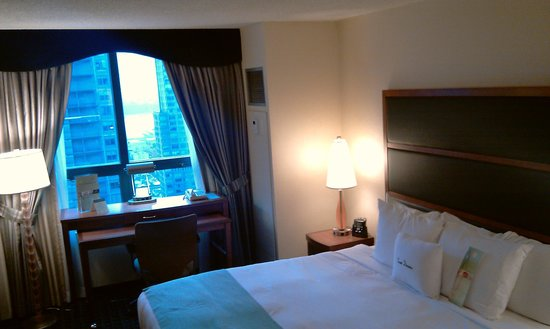 DoubleTree Suites by Hilton Hotel New York City - Times Square : Bedroom