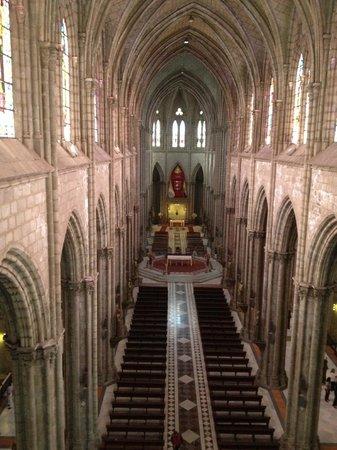 Basílica: View of inside Basilica