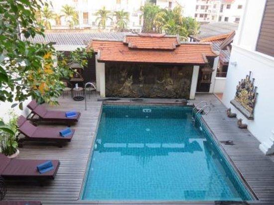 De Naga Hotel: De Naga Swimming Pool