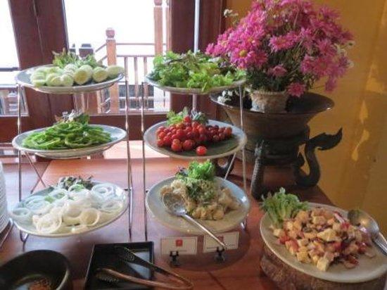 De Naga Hotel: De Naga breakfast buffet