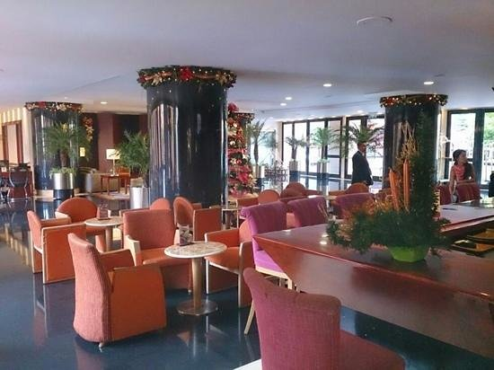 GHL Hotel Capital: reception area with Christmas decorations