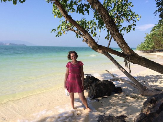 Rang Yai Island: White sand and turquoise blue water