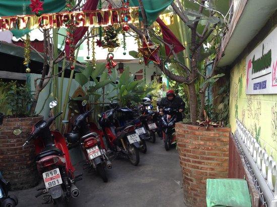 Awanahouse: Bike Parking