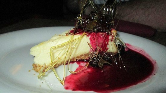 Black Iron Grill : New york cheese cake with blackberry sauce