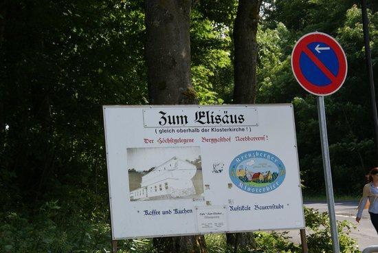 Kloster Kreuzberg: Перед въездом на площадку перед монастырем