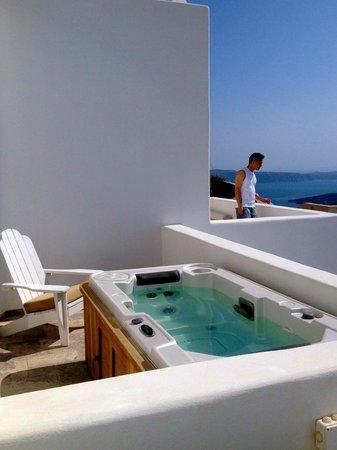 Allure Suites: private jacuzzi