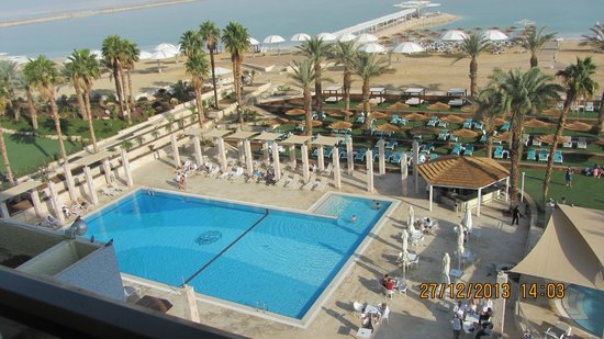 Herods Hotel Dead Sea: External pool & private beach - view from room