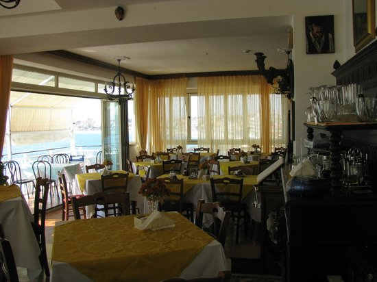 La Riva: dining area