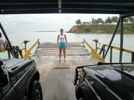 Barra de Cunhau: Atravessando de balsa com os carros até Barra do Cunhaú