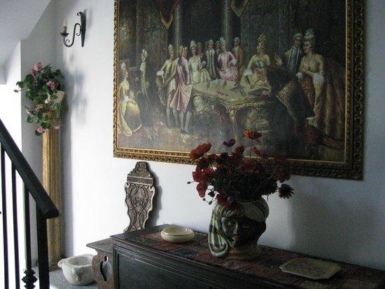 La Riva: hotel hallway
