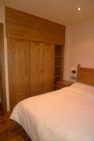 Apartaments Gran Vall : Dormitorio doble