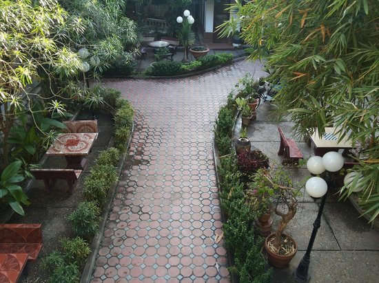 Mali Namphu Guest House: สวนภายในโรงแรม