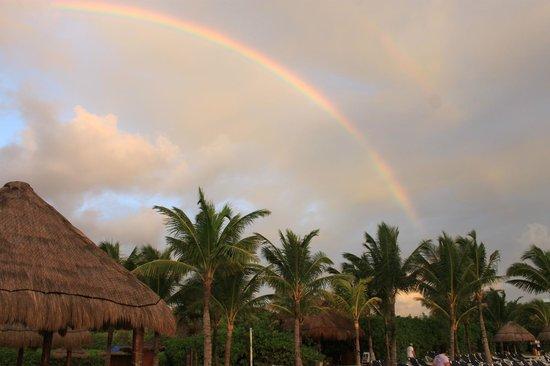 Grand Palladium Kantenah Resort & Spa : Rainbow after sunrise