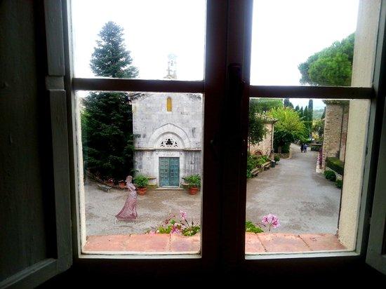 Hotel Borgo San Felice: Chiesetta di fronte :)
