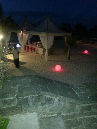 Victoria Beachcomber Resort & Spa : BBQ on the beach marquees