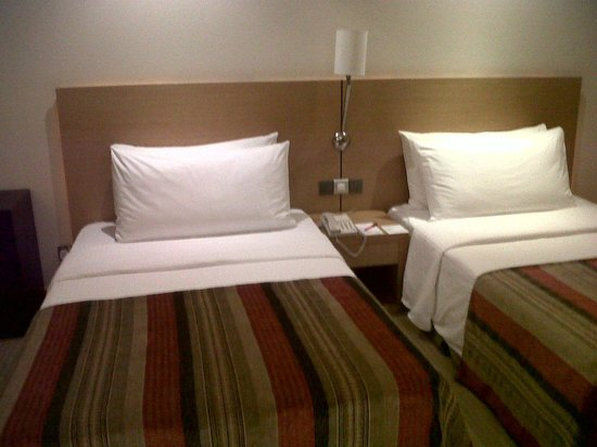 Cinnamon Grand Colombo : Guest room beds