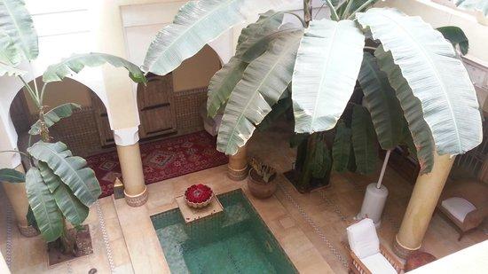 Riad Azoulay: vista dall'alto del cortile interno