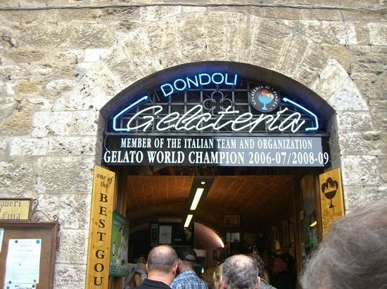 Gelateria Dondoli: Looks like they've changed their sign!