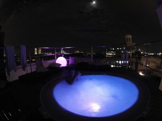 H10 Montcada Boutique Hotel: jacuzzi by night