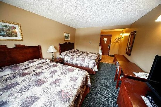 Elkford Motor Inn: Double Room 2 Queen Beds