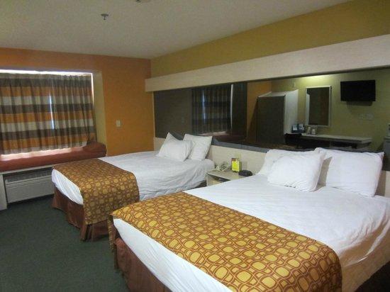 Microtel Inn & Suites by Wyndham Amarillo : Bedroom