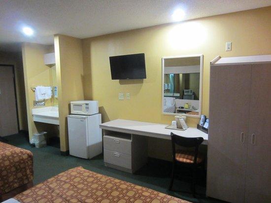 Microtel Inn & Suites by Wyndham Amarillo : Bedroom 2