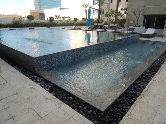 Novotel Deira City Centre: piscina  su terrazza