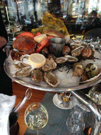 Le Bar a Huitres Place des Vosges: Plateau de fruits de mer