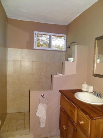 Popa Paradise Beach Resort: Bathroom