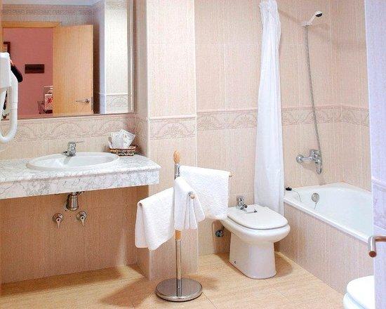 Tio Felipe: Bathroom
