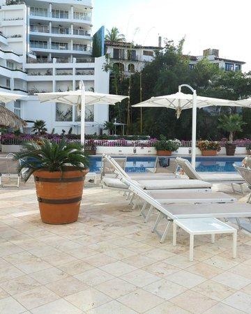 Grand Miramar All Luxury Suites & Residences: Pool deck