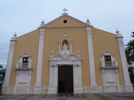Parroquia de Santa María de África: Portada