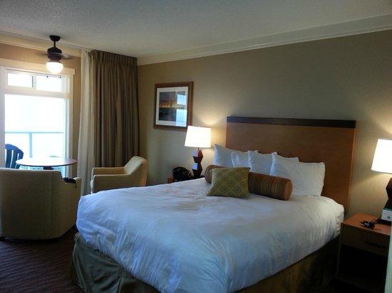 Hallmark Resort : Nice queen sized comfy bed
