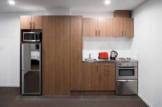 Waldorf St. Martins Apartment Hotel: Kitchen