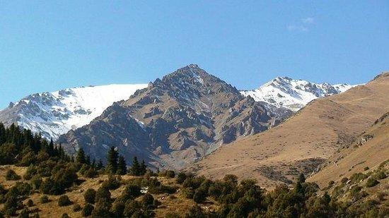 Issyk-Kul Lake: купаешься и видишь снежные вершины