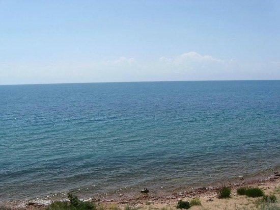 Issyk-Kul Lake: вид с берега