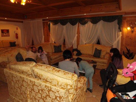 Hotel Park Dolasilla: sala relax dopo cena