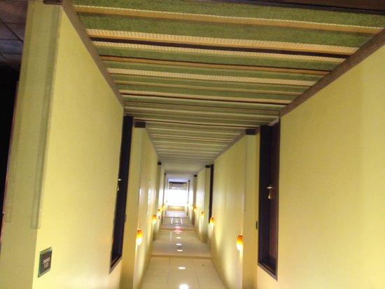 BEST WESTERN PLUS Olathe Hotel & Suites : Hallway