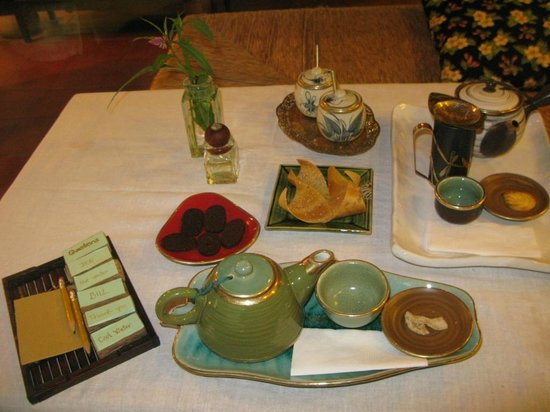 Reaching Out Tea House : tea with delicious cookies