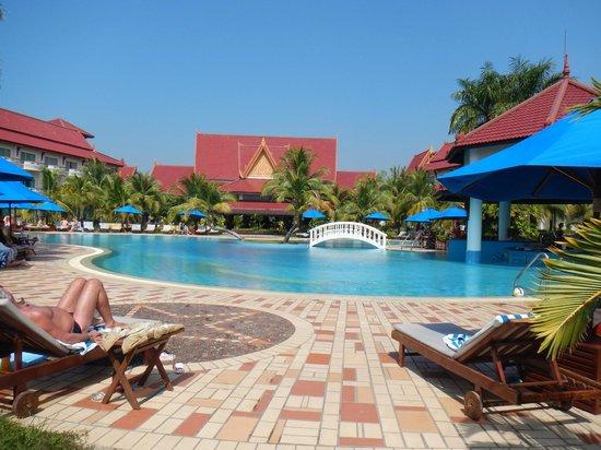 Sokha Beach Resort: pool area