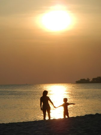 Sokha Beach Resort: sunset on the beach